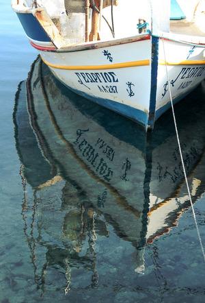 Die Insel und ihr klares Wasser rundherum lässt sich auch per Boot erkunden.