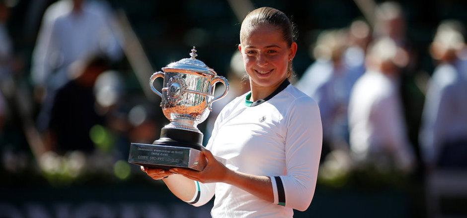 Strahlende Gewinnerin: Für die Lettin ist es der erste Grand-Slam-Titel ihrer Karriere. Es war sogar der erste Turniersieg für Ostapenko überhaupt.