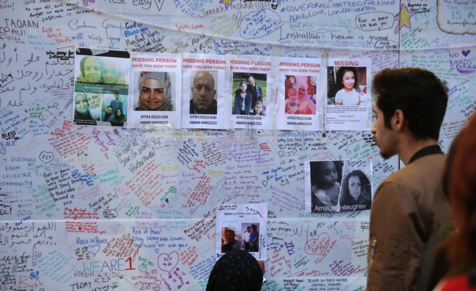 Angehörige suchen nach Vermissten, Menschen drücken ihre Betroffenheit aus.