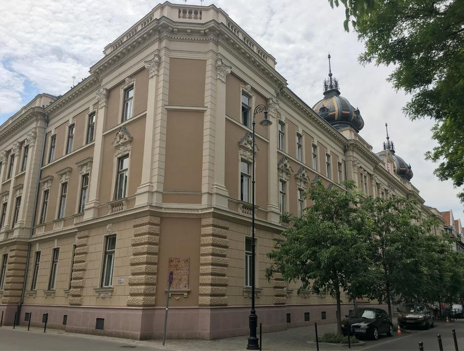 Im Gerichtsgebäude von Kecskemet findet der Prozess gegen die Schlepperbande statt.