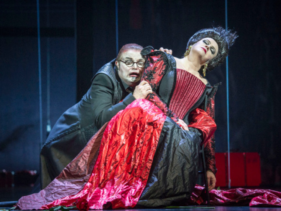 """Die Landestheater-Produktion von Janácˇeks """"Die Sache Makropulos"""" erhielt die Auszeichnung für die beste Ausstattung."""