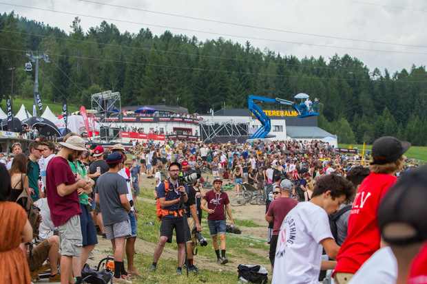 Gut gefülltes Areal und jede Menge Bike-Tricks: Im Zielbereich der Talstation in Mutters bilanzierten die Veranstalter beim Slopestyle am Samstag mit einer starken Kulisse.