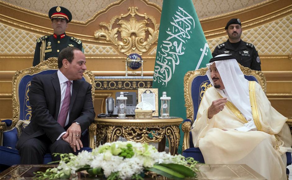 Ägyptens Staatschef Al-Sisi und der saudische König Salman bei einem Treffen im April in Riad. Gemeinsam setzen sie jetzt Katar unter Druck.