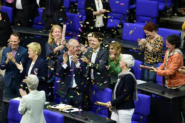 Jubelstimmung bei den Grünen im deutschen Bundestag.