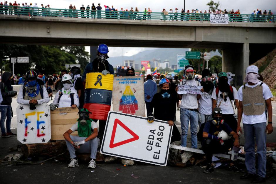 Die Demonstranten blockierten auch Straßen.