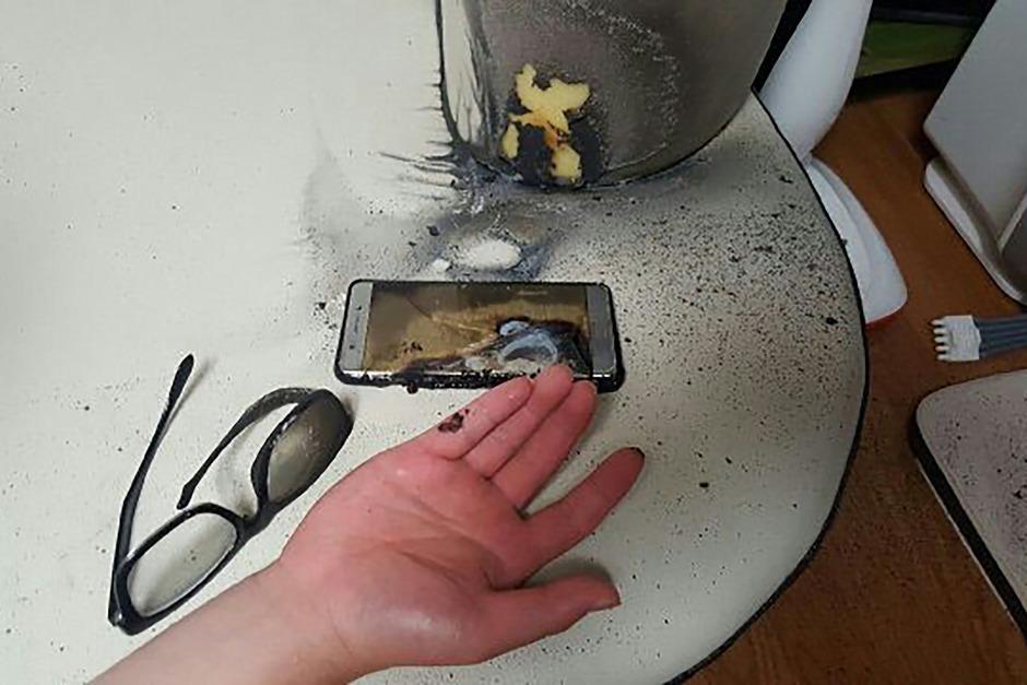 Wegen der Brandgefahr durch die alten Akkus hatte Samsung Electronics das Galaxy Note 7 im Oktober nach rund zwei Monaten komplett vom Markt genommen.