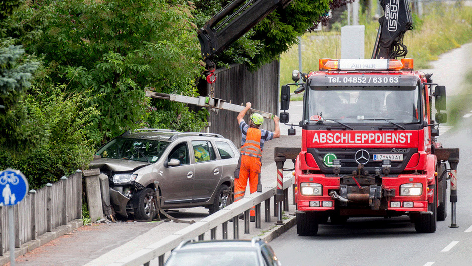 Das Auto wurde schwer beschädigt.