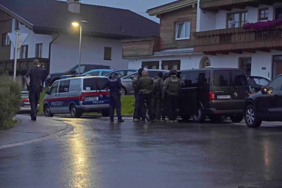 Am Sonntag war ein Großaufgebot der Polizei in Weerberg im Einsatz.