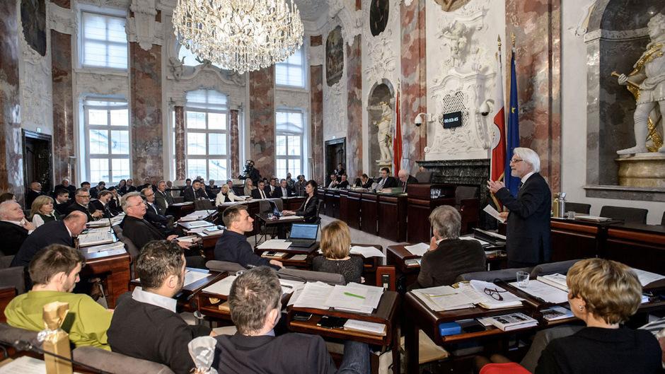 36 Abgeordnete sitzen im Tiroler Landtag, wo Anträge von der Mehrheit abgeändert werden können. (Archivbild)