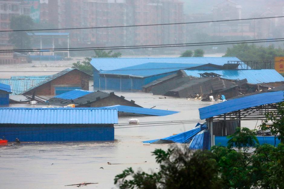 300.000 Menschen mussten in der Region Hunan wegen der tagelangen Regenfälle ihre Häuser verlassen.
