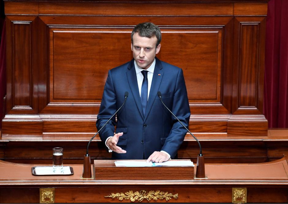 In seiner ersten großen Grundsatzrede hat Frankreichs PräsidentEmmanuel Macron einen Umbau der politischen Institutionen desLandes angekündigt.