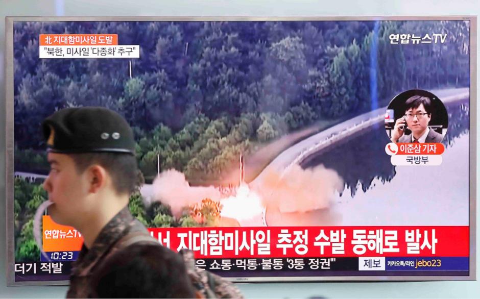 Ein südkoreanischer TV-Sender berichtet über den erneuten Raketenabschuss.