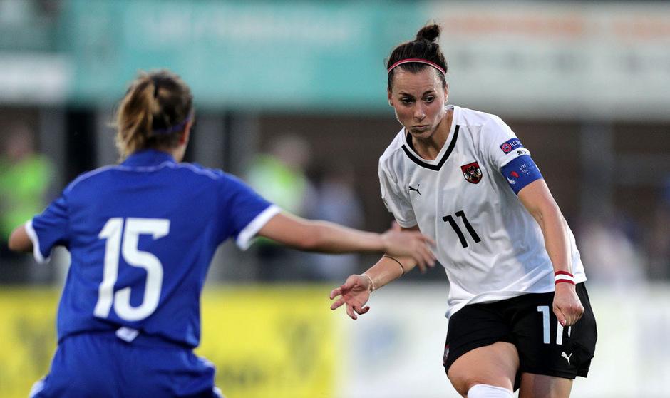 ÖFB-Spielführerin Viktoria Schnaderbeck will für das erste EM-Gruppenspiel gegen die Schweiz wieder fit sein.