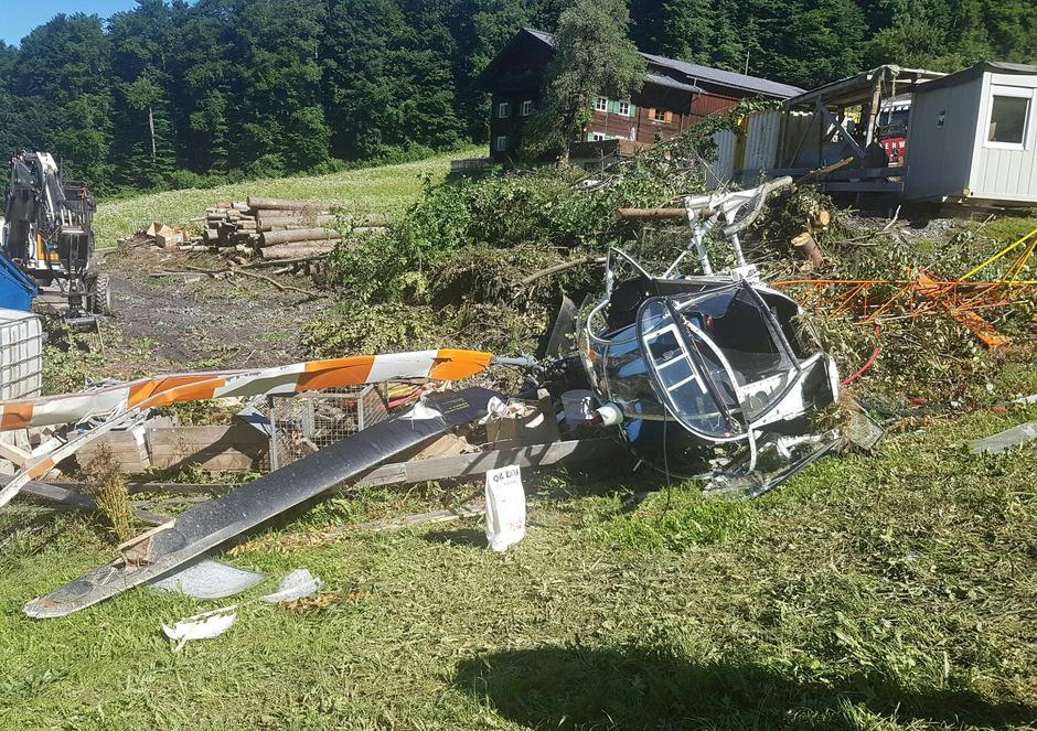 Der Hubschrauber wurde bei dem Absturz zerstört.