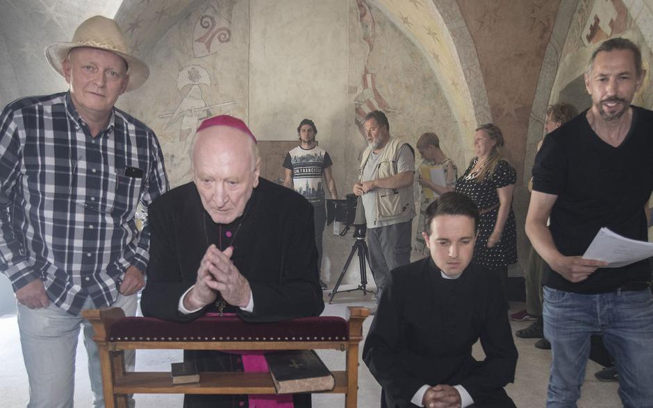 Regisseur Hermann Weiskopf (links) und Drehbuchautor Peter Mair (r.) realisieren das Dokudrama mit einem internationalen Team.
