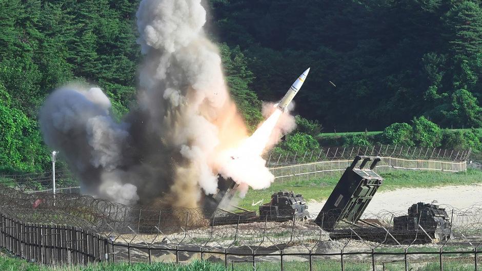 Als Reaktion auf den Test des nordkoreanischen Regimes führten die USA und Südkorea am Mittwoch eine gemeinsame militärische Übung durch und feuerten dabei mehrere Raketen ab.