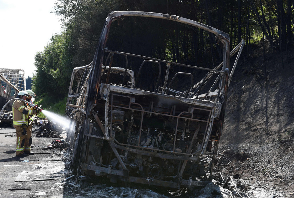 18 Menschen verbrannten in dem Bus.