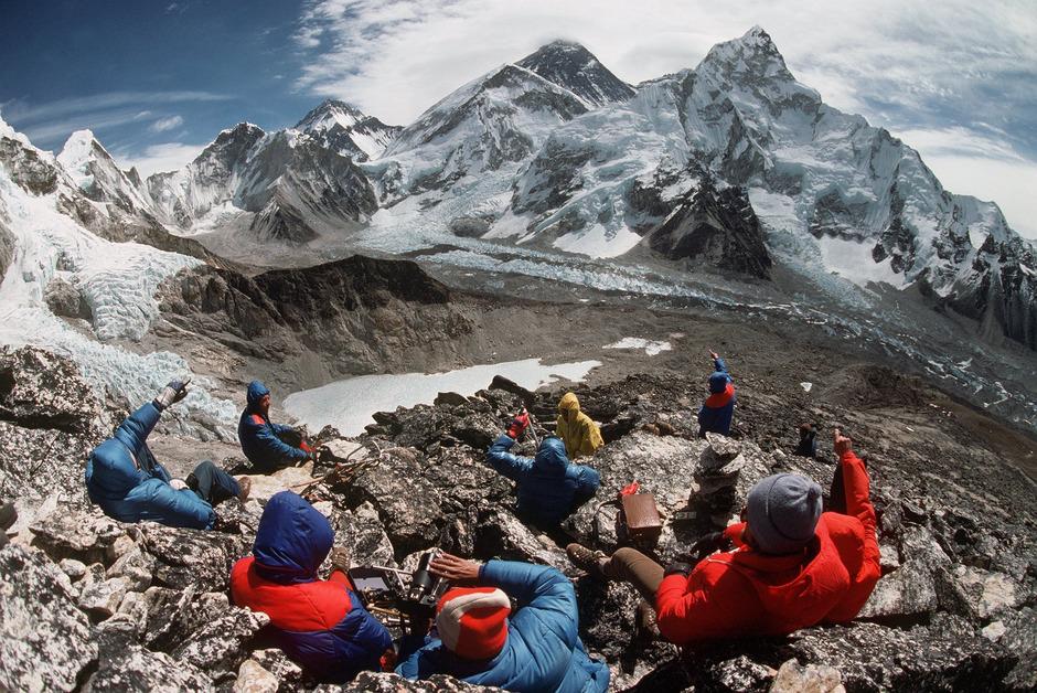 """Der Mount Everest, ein symbolischer Sehnsuchtsort. Wie geht es aber Bergsteigern, wenn sie den höchsten Berg der Welt """"abhaken"""" können?"""
