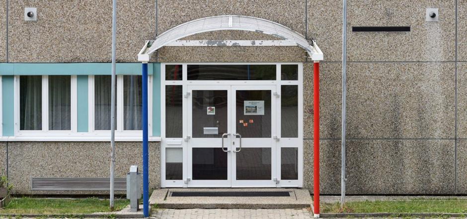 Der Eingang zu der Schule, in der ein Bursche die Tat begehen wollte.
