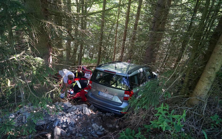 Der Lenker konnte sich selbst aus seinem Fahrzeug befreien.
