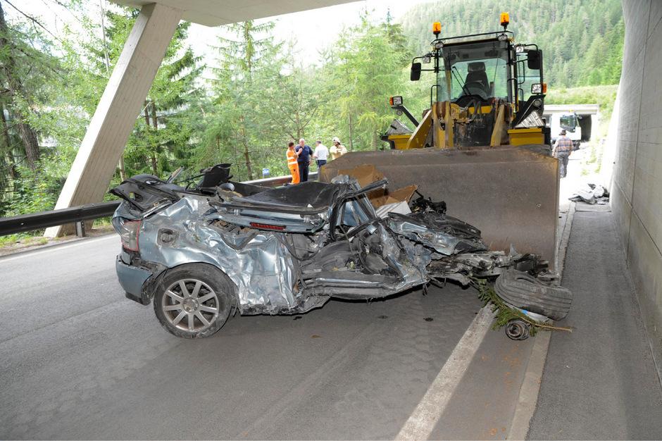 Der 28-jährige Südtiroler starb in seinem Auto, nachdem der Wagen von einem Felsbrocken getroffen worden war.
