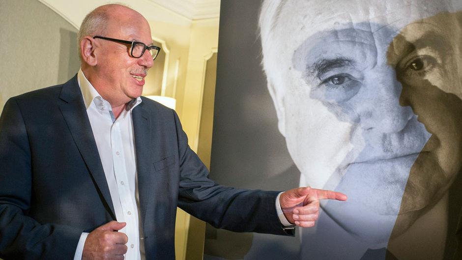 Journalist Heribert Schwan (l.)  verfasste ein Buch über Helmut Kohl: Der Altkanzler klagt auf Unterlassung und erhielt in erster Instanz eine Millionenentschädigung zugesprochen.