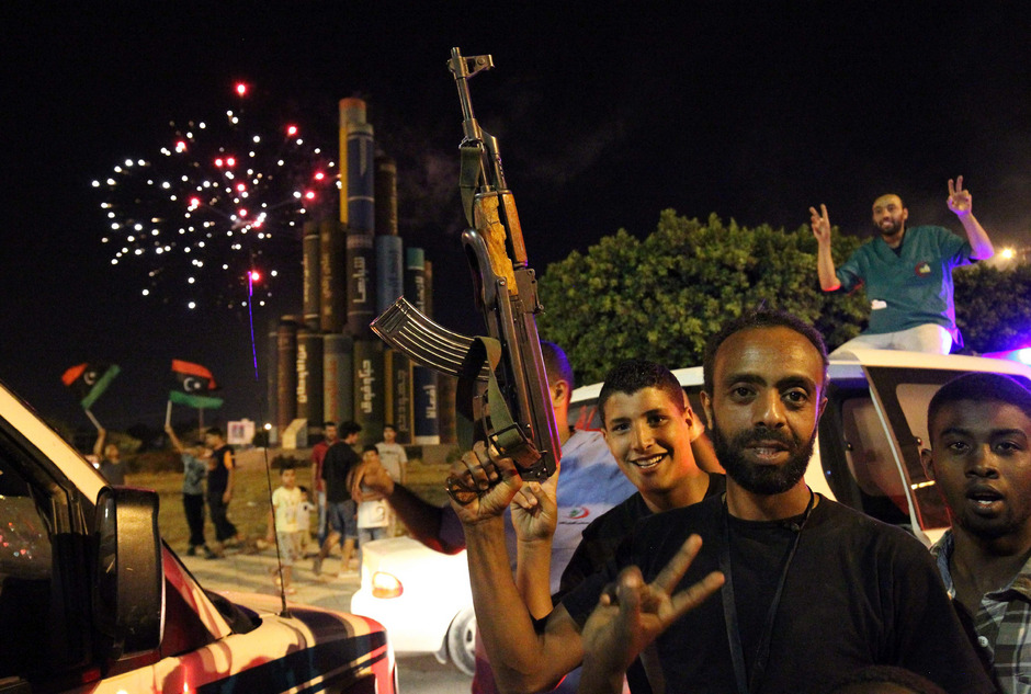 """Die Menschen in Benghazi feiern die """"Befreiung"""" von den Terroristen."""