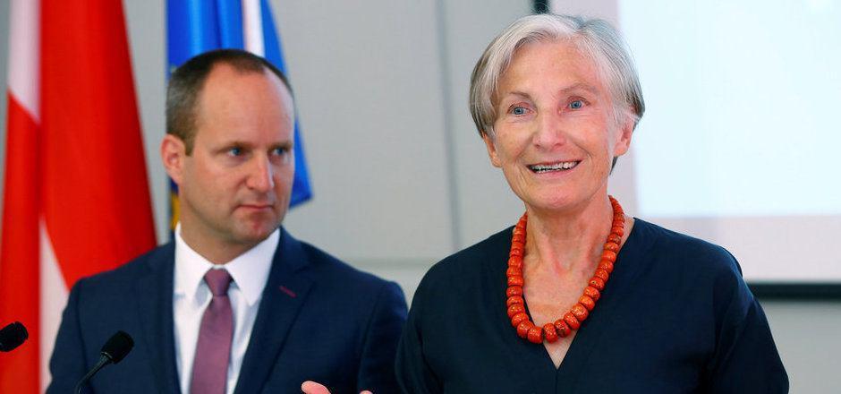 Irmgard Griss setzt den Spekulationen ein Ende: Die ehemalige unabhängige Präsidentschaftskandidatin tritt gemeinsam mit den NEOS bei der Nationalratswahl am 15. Oktober an.