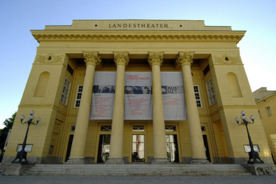 Außenansicht des Tiroler Landestheaters in Innsbruck (Archivbild).
