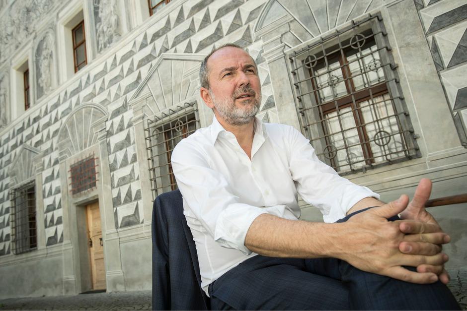 Auf Kultur-Tour durch Tirol: Kulturminister Drozda in Schloss Ambras, das als Außenstelle des KHM zu den Bundesmuseen gehört.