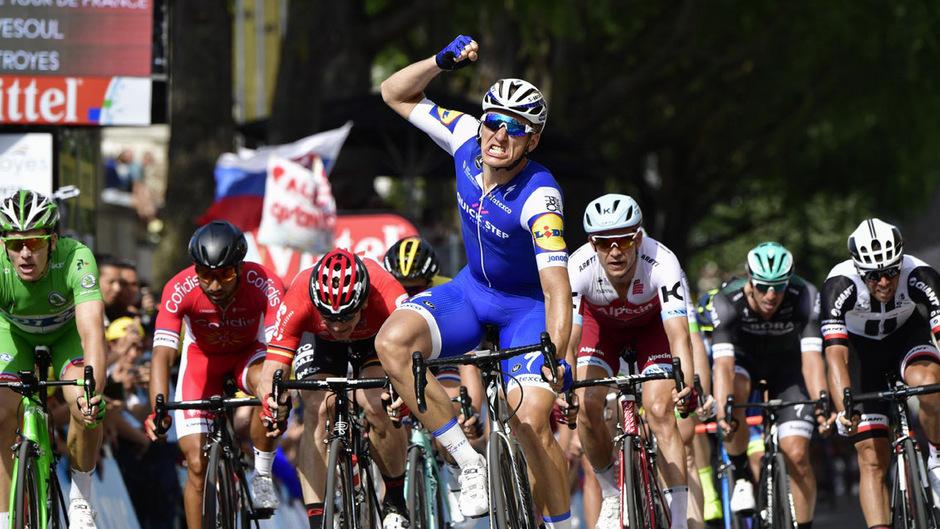 Zum nunmehr zweiten Mal durfte der Deutsche (im Bild mit dem blauen Dress) bei der diesjährigen Tour jubeln.
