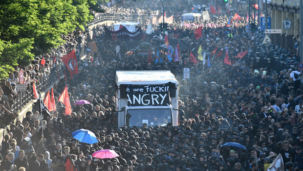 Tausende Demonstranten versammelten sich am Donnerstagabend in Hamburg.