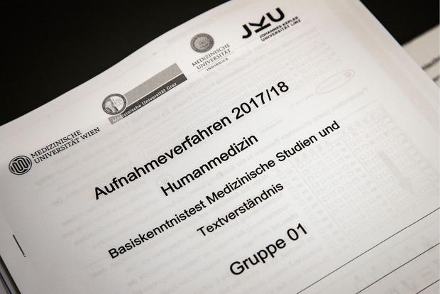 360 Plätze für Humanmedizin, 40 Plätze für Zahnmedizin und isgesamt 55 Plätze für das Bachelor- bzw. Masterstudium Molekulare Medizin stehen in Innsbruck zur Verfügung.