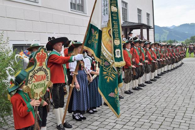 Sillian stellte in St. Ulrich die Ehrenkompanie.