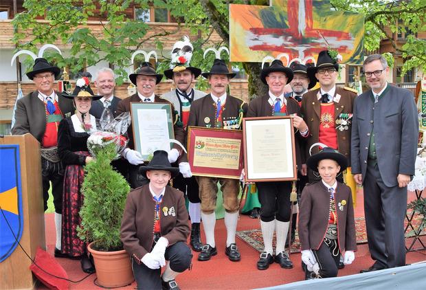 Das Bataillon Kitzbühel nützte die Gelegenheit, um verdiente Mitglieder zu ehren.