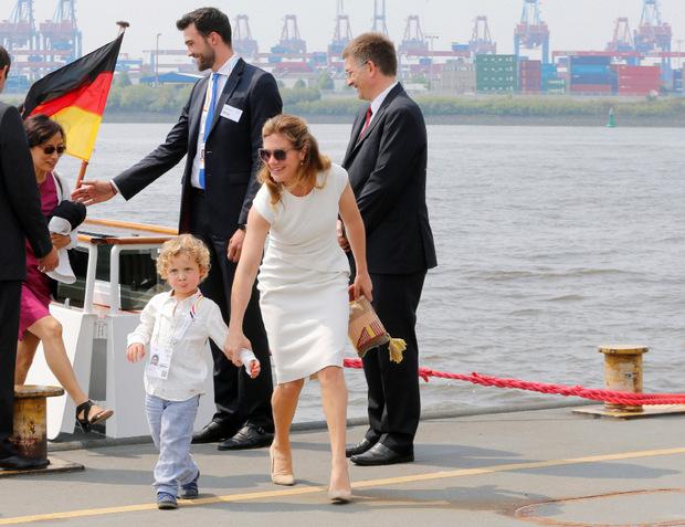 Nach der Hafenrundfahrt wollte Hadrien anscheinend eigene Wege gehen und wäre Mama Sophie fast entwischt.