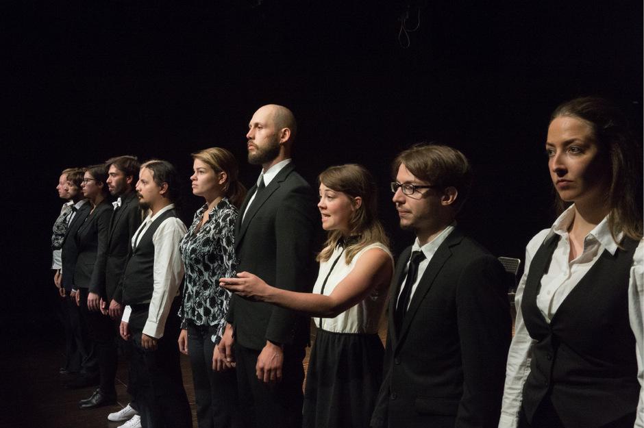 Der Verein Schauspiel Innsbruck entlässt seine letzten Absolventen mit Kleist und Vicky Leandros ins Berufsleben.