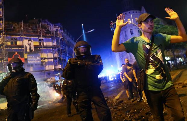 Gegen Mitternacht eskalierte die Gewalt in Hamburg erneut.