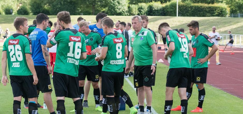 Nach dem Sieg gegen Augsburg stellt Trainer Karl Daxbacher den FC Wacker heute auf Dynamo Kiew ein.