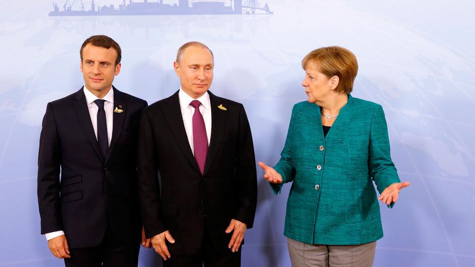 Konnten keine Einigung erzielen (von links): Frankreichs Präsident Emmanuel Macron, Russland Präsident Wladimir Putin und die deutsche Kanzlerin Angela Merkel.