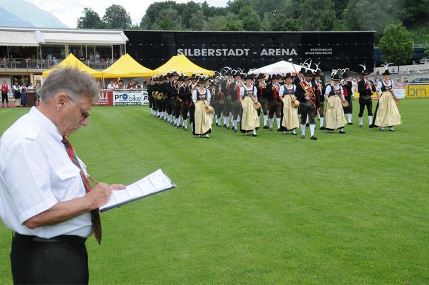 Die BMK Stans wurde unter den strengen Augen der Jury mit 91,60 Punkten Gesamtsieger .