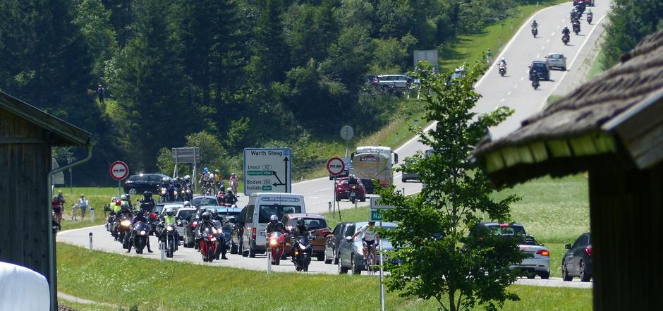 Das Hahntennjoch ist eine der beliebtesten Motorradstrecken in Tirol. Immer wieder ereignen sich dort schwere Unfälle.
