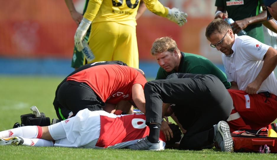 Bange Minuten um den erst 20-jährigen Abdelhak Nouri, der vermutlich aufgrund von Herzrythmusstörungen zusammengebrochen war.