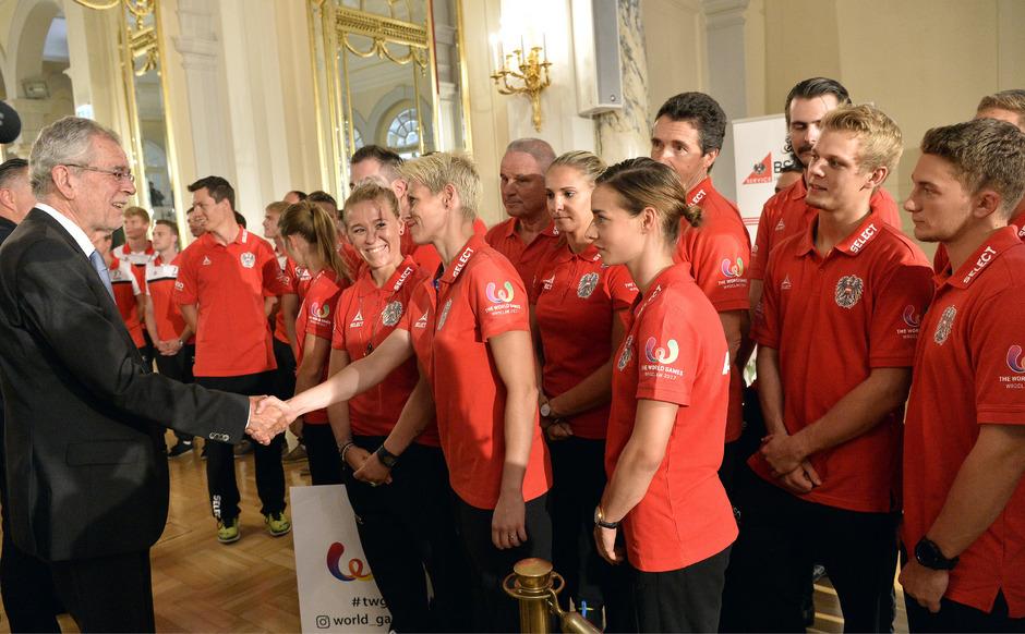 Bundespräsident Alexander Van der Bellen wünschte jedem Sportler viel Glück.