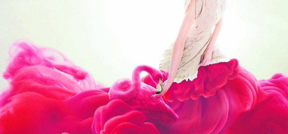 Die Menstruation: sinnlich inszeniert, aber oft mit einer Welle von Schmerzen verbunden.