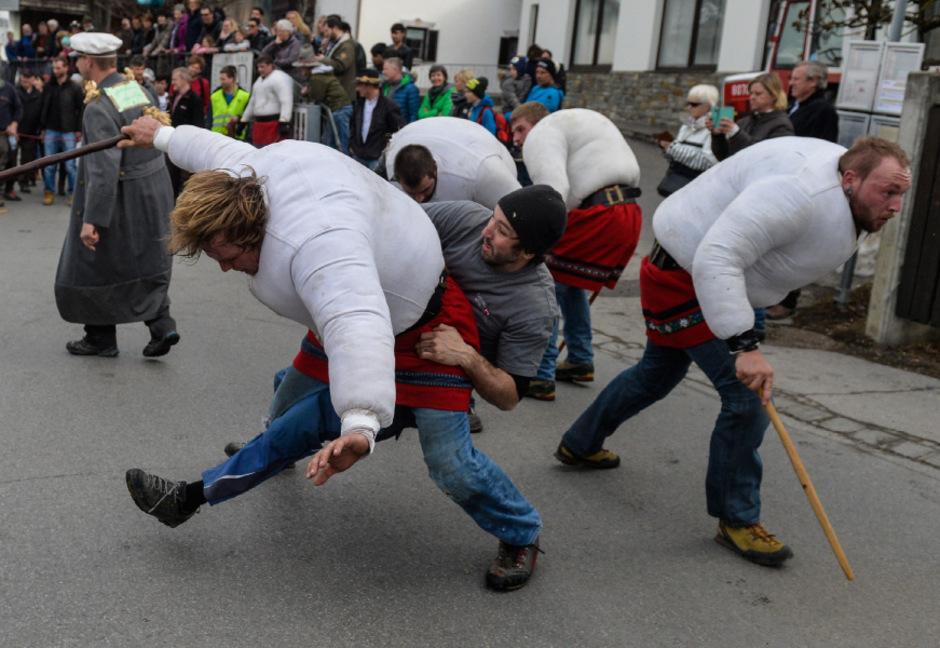 Ubergriff Bei Axamer Faschingsumzug Im Fokus Tiroler Tageszeitung