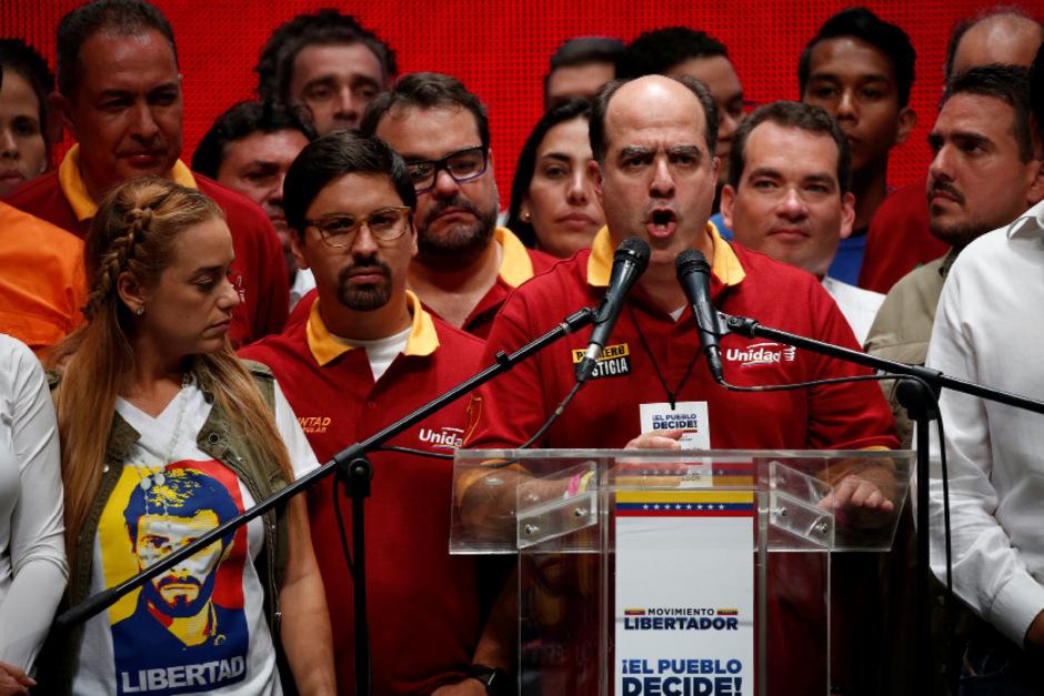 Oppositionsführer Julio Borges richtete sich nach der Abstimmung an die Öffentlichkeit.