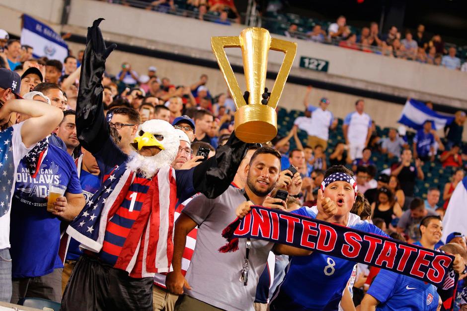 Die US-Fans träumten auf der Tribüne bereits vom Titel-Gewinn.