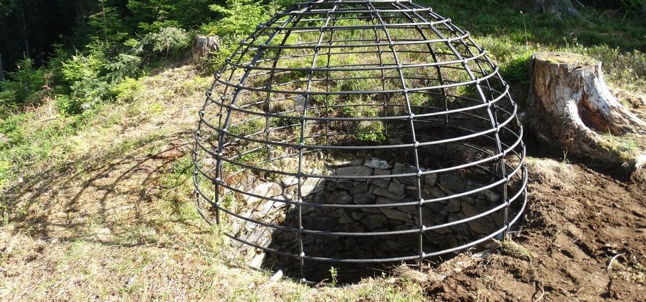 Die einstige Falle wurde saniert und mit einer Gitterkuppel gesichert.
