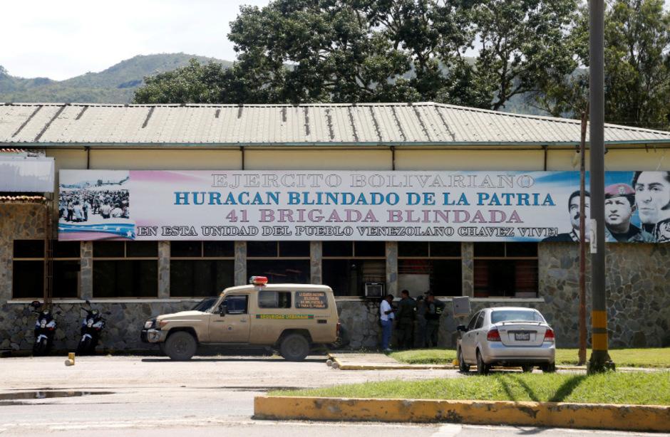 Der Eingang zur Militärbasis in Paramacay.